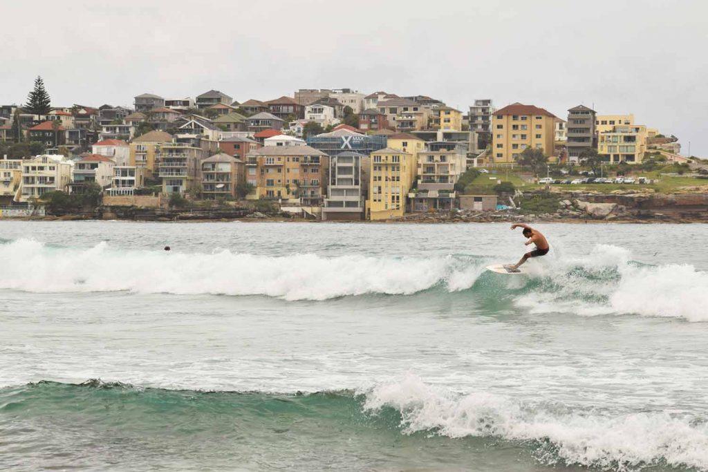 Bondi Beach est le paradis des surfeurs
