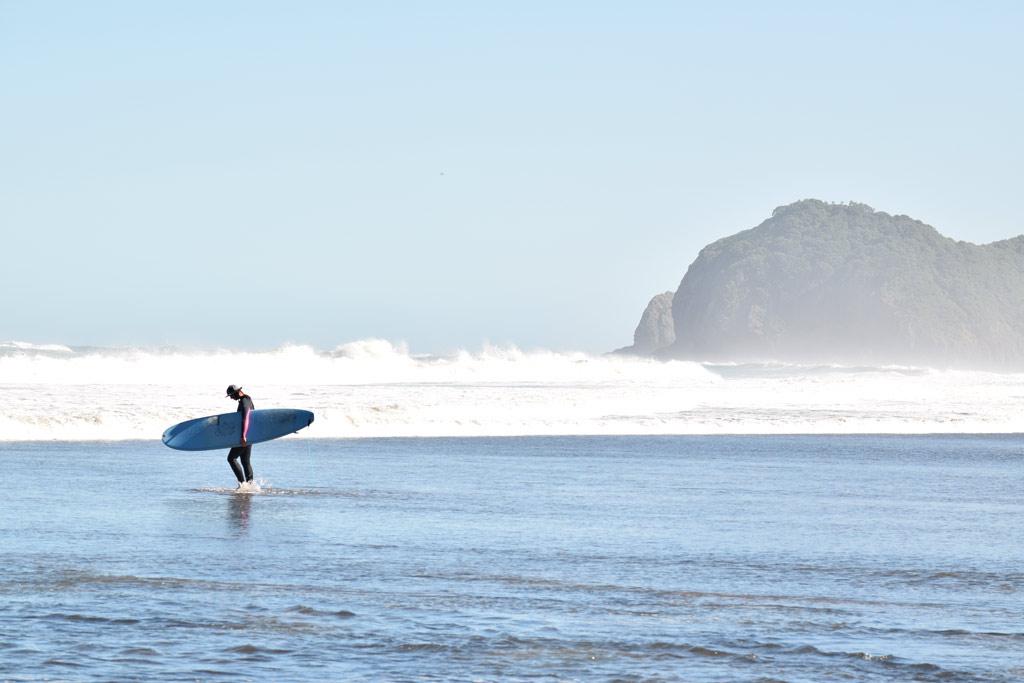 Surf Piha Beach